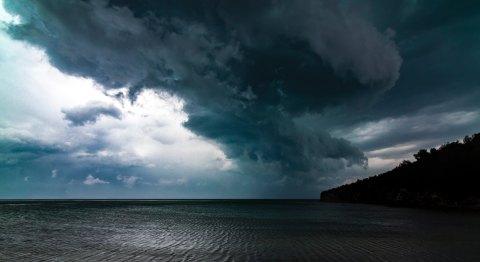 sensei-minimal-415198 looming cloud