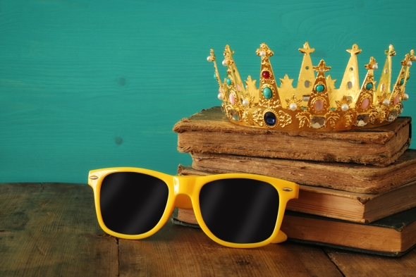 crown and books shutterstock_639961486